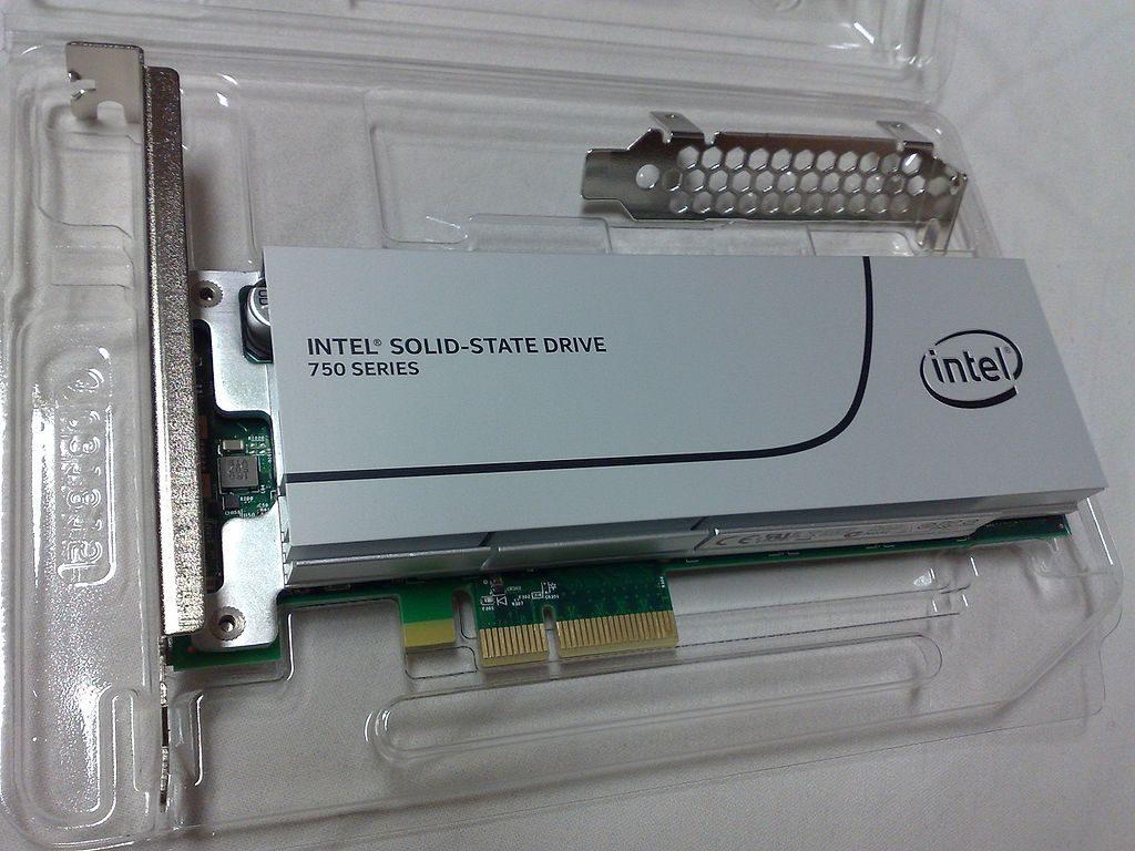 intel_ssd_750_series_400_gb_add-in_card_model_top_view
